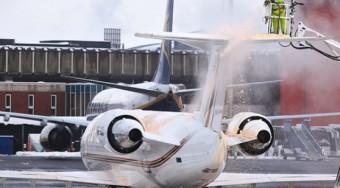 deicing aircraft